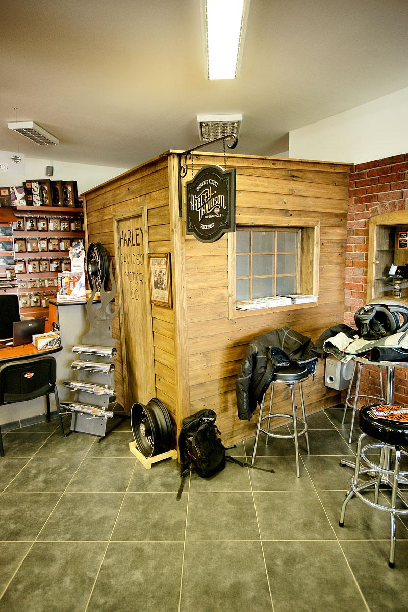 Za řídítky Harley-Davidson: Electra Glide, Road King a V-Rod: - fotka 46