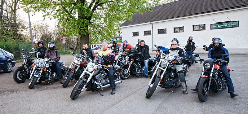 Za řídítky Harley-Davidson: Electra Glide, Road King a V-Rod: - fotka 51