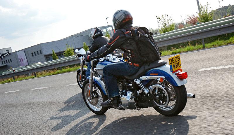 Za řídítky Harley-Davidson: Electra Glide, Road King a V-Rod: - fotka 54