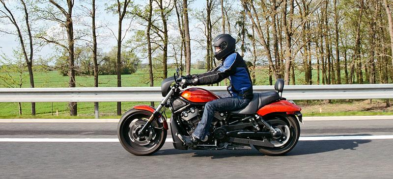 Za řídítky Harley-Davidson: Electra Glide, Road King a V-Rod: - fotka 58