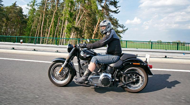 Za řídítky Harley-Davidson: Electra Glide, Road King a V-Rod: - fotka 60