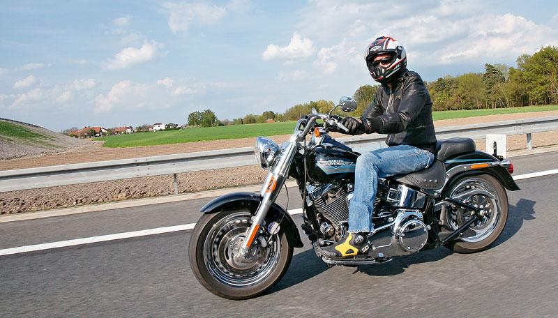 Za řídítky Harley-Davidson: Electra Glide, Road King a V-Rod: - fotka 61