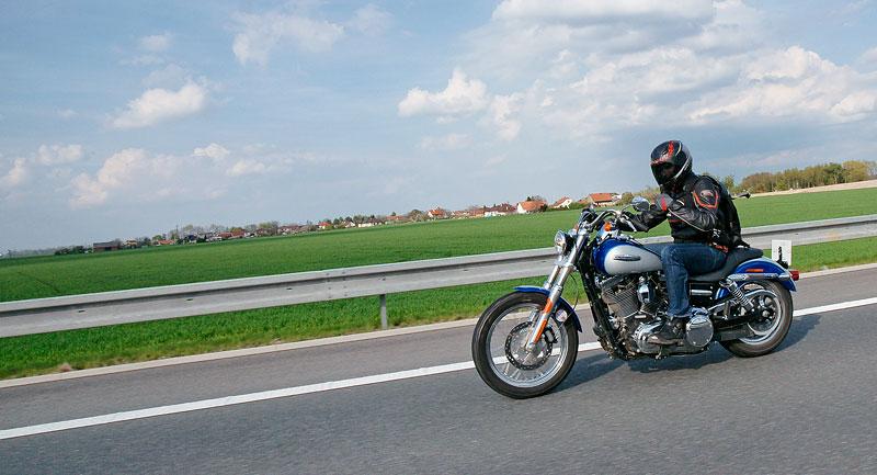 Za řídítky Harley-Davidson: Electra Glide, Road King a V-Rod: - fotka 62