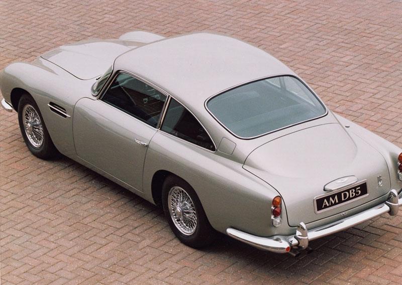 Aston Martin DB5 po Jamesi Bondovi míří do aukce: - fotka 20