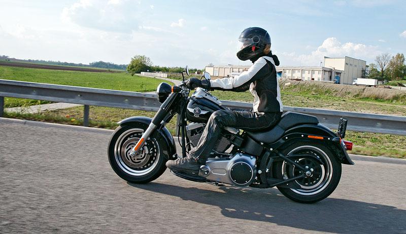 Za řídítky Harley-Davidson: Electra Glide, Road King a V-Rod: - fotka 65