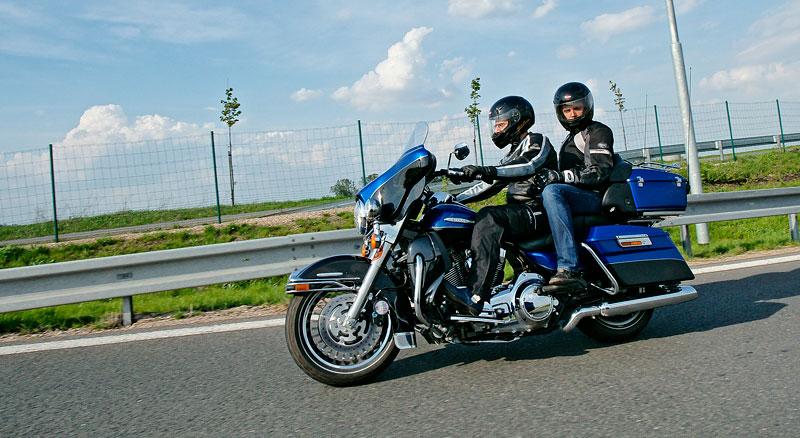 Za řídítky Harley-Davidson: Electra Glide, Road King a V-Rod: - fotka 66
