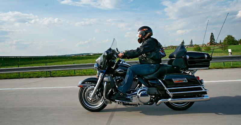 Za řídítky Harley-Davidson: Electra Glide, Road King a V-Rod: - fotka 67