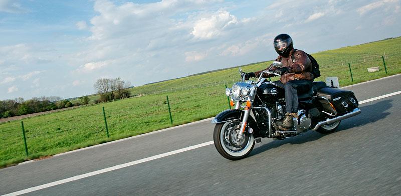 Za řídítky Harley-Davidson: Electra Glide, Road King a V-Rod: - fotka 68