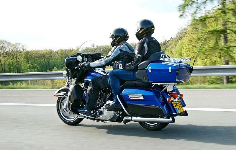 Za řídítky Harley-Davidson: Electra Glide, Road King a V-Rod: - fotka 70