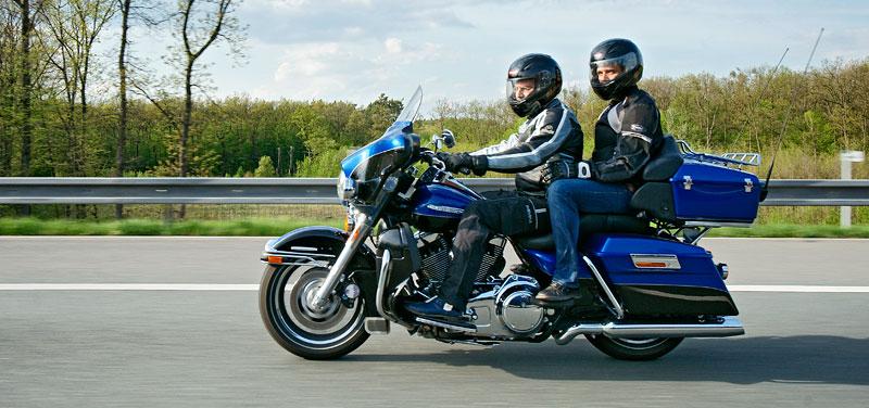 Za řídítky Harley-Davidson: Electra Glide, Road King a V-Rod: - fotka 71