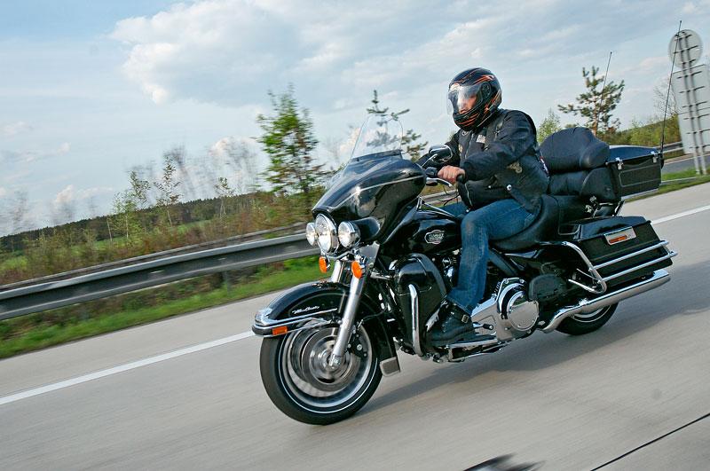 Za řídítky Harley-Davidson: Electra Glide, Road King a V-Rod: - fotka 74