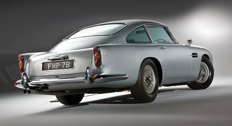 Aston Martin DB5 po Jamesi Bondovi míří do aukce: - fotka 21