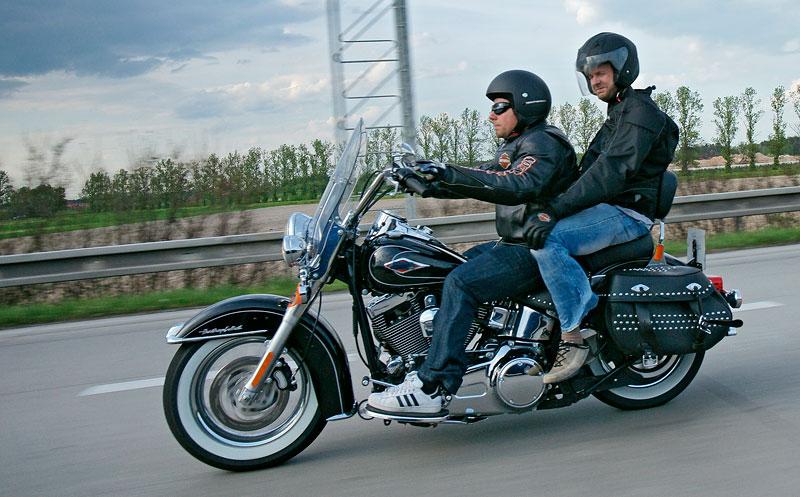 Za řídítky Harley-Davidson: Electra Glide, Road King a V-Rod: - fotka 75