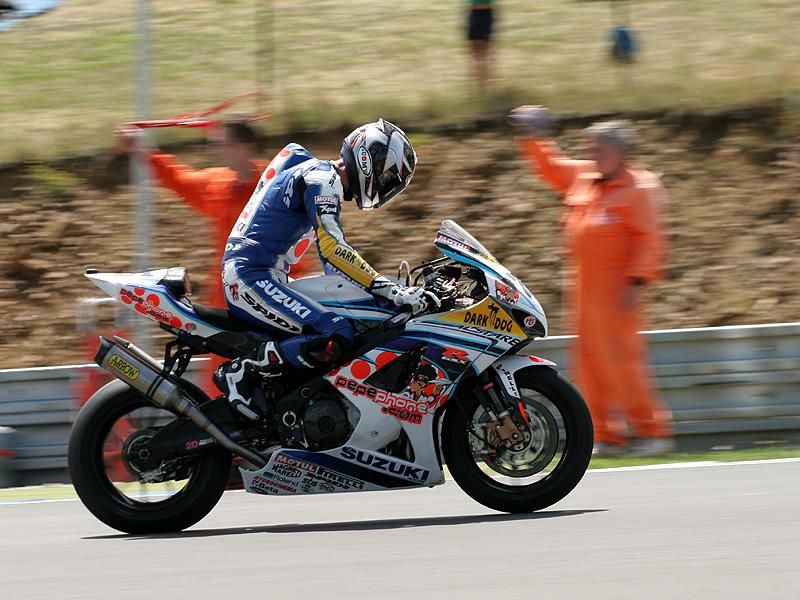 Víkend se Superbiky na brněnském okruhu (velká fotogalerie): - fotka 52