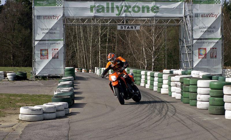 KTM Festival 2010 - oranžový den pod Bezdězem: - fotka 40