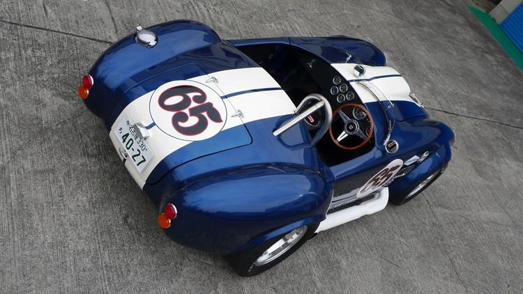 Baby Cobra: tříčtvrteční replika slavného roadsteru: - fotka 7