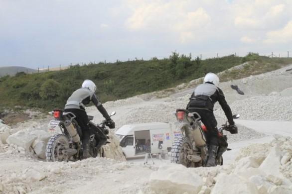 Triumph Adventure 2011 – první špionážní fotografie: - fotka 3