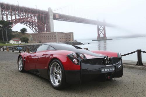 Pagani slibuje, že ve svých autech nechá dvanáctiválec a manuální převodovku: - fotka 7