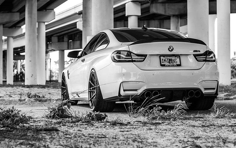 BMW M4 Coupé: Sněhobílý dravec s extrémním výkonem: - fotka 12