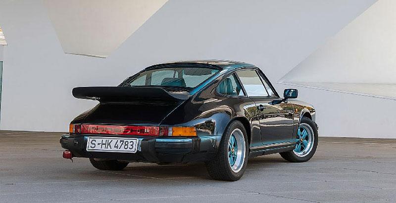 Prohlédněte si unikátní 911, která stála u zrodu oddělení Porsche Exclusive. Je tu hodně tyrkysové: - fotka 4