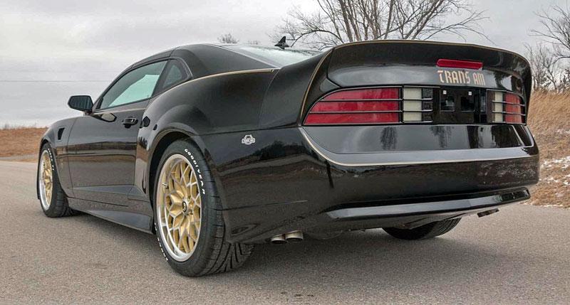 Firebird žil i poté, co skončila značka Pontiac. Jeden moderní Trans Am je právě na prodej: - fotka 12