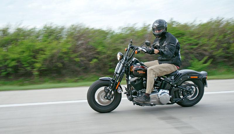 Za řídítky Harley-Davidson: Electra Glide, Road King a V-Rod: - fotka 77