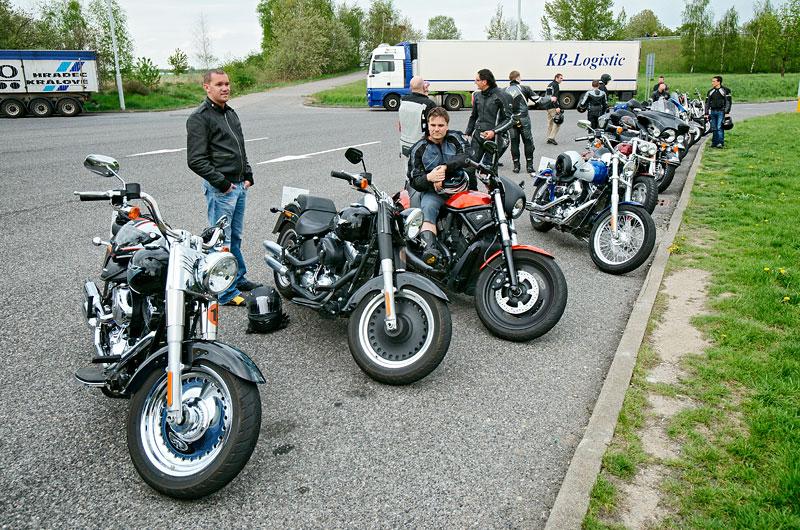 Za řídítky Harley-Davidson: Electra Glide, Road King a V-Rod: - fotka 79