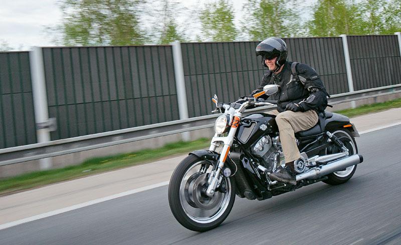 Za řídítky Harley-Davidson: Electra Glide, Road King a V-Rod: - fotka 81