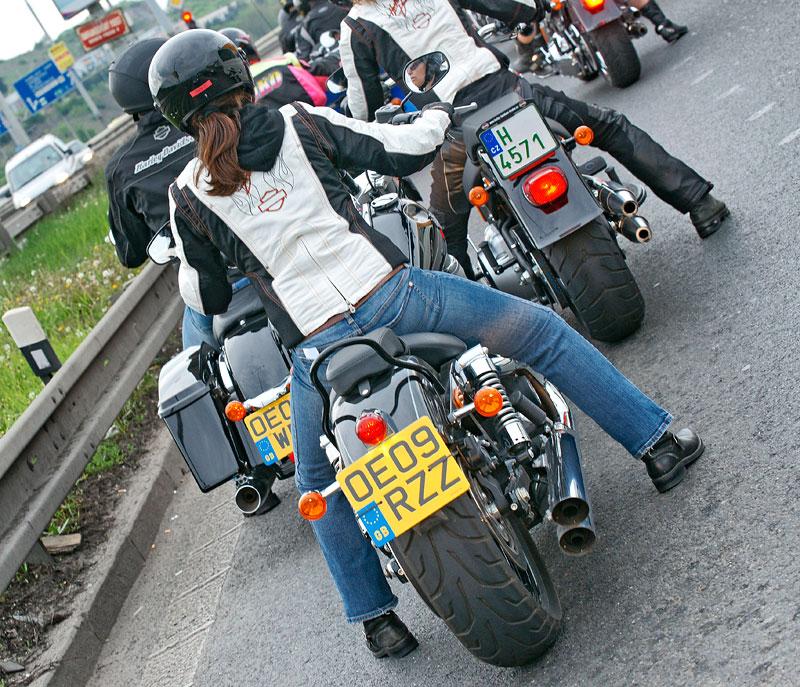 Za řídítky Harley-Davidson: Electra Glide, Road King a V-Rod: - fotka 83
