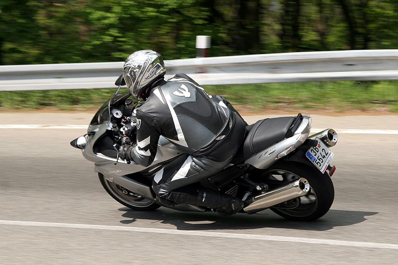 Test - Kawasaki ZZR1400: božský hypertourer: - fotka 19