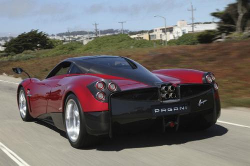 Pagani slibuje, že ve svých autech nechá dvanáctiválec a manuální převodovku: - fotka 8