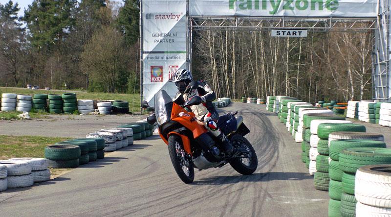 KTM Festival 2010 - oranžový den pod Bezdězem: - fotka 42