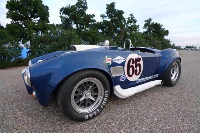 Baby Cobra: tříčtvrteční replika slavného roadsteru: - fotka 10