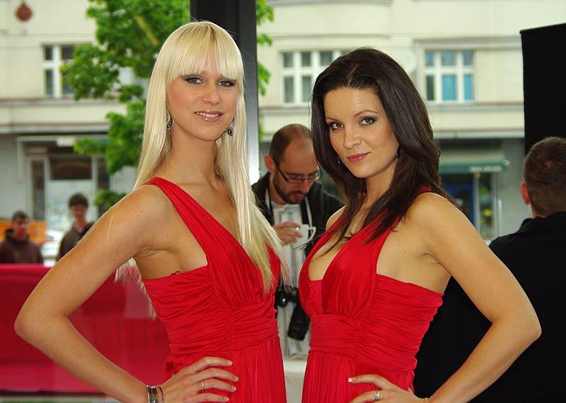 Felipe Massa otevřel v Praze showroom Ferrari: - fotka 47