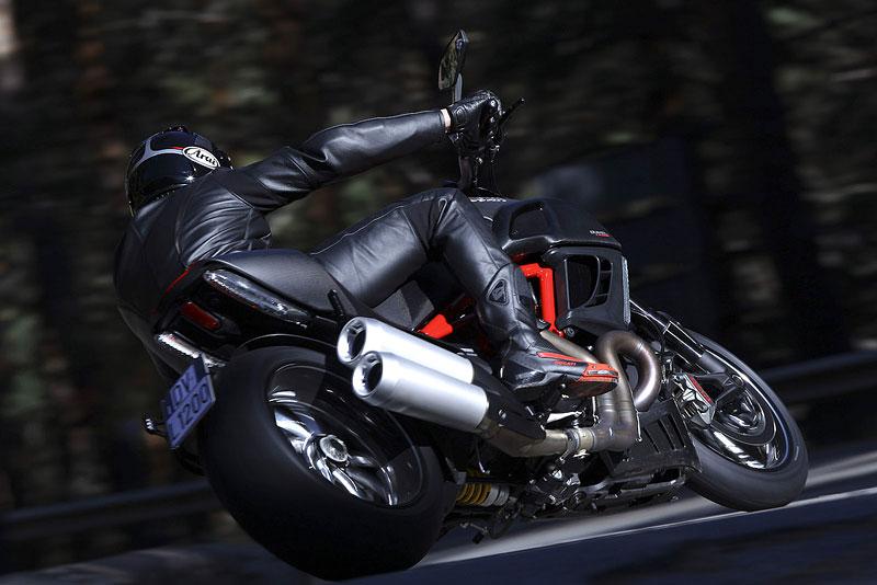 Oficiální představení Ducati Diavel: - fotka 36
