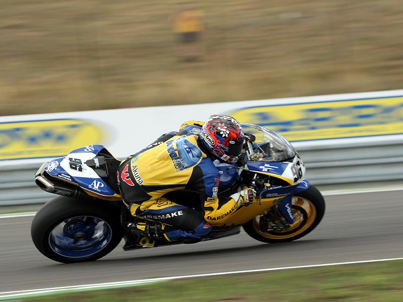 Víkend se Superbiky na brněnském okruhu (velká fotogalerie): - fotka 61