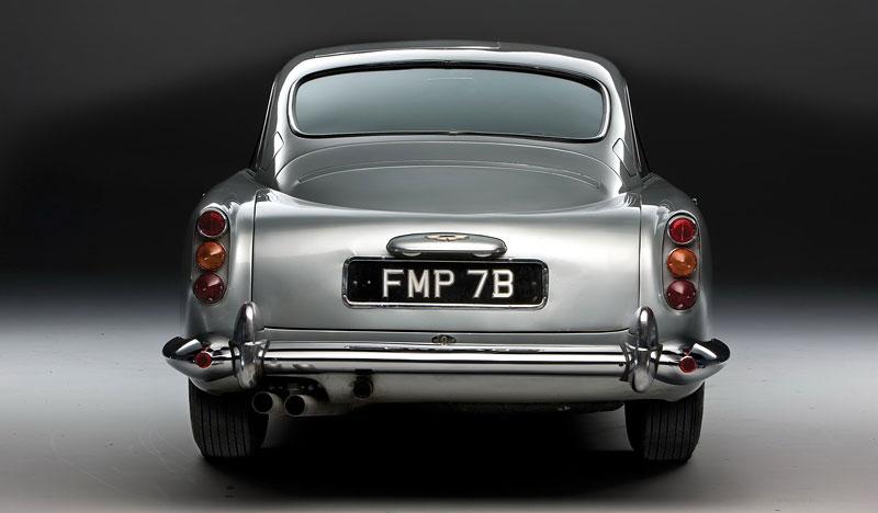 Aston Martin DB5 po Jamesi Bondovi míří do aukce: - fotka 22
