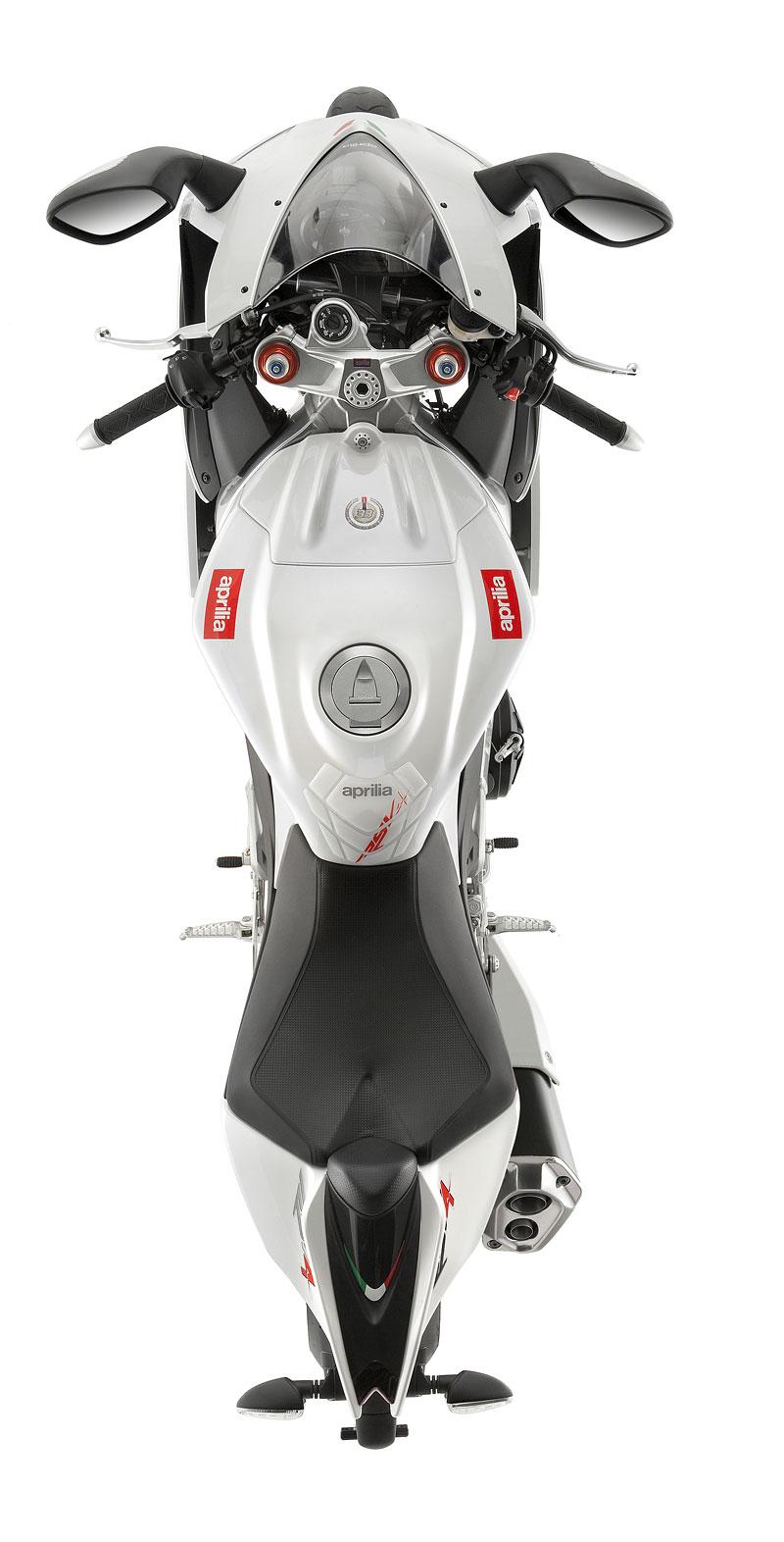Aprilia RSV4 2011– Facelift a kontrola trakce: - fotka 25