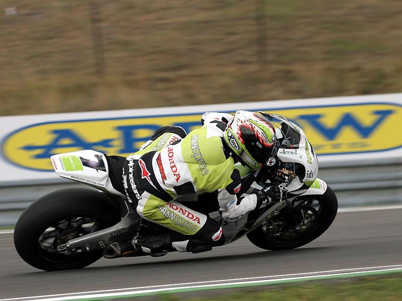 Víkend se Superbiky na brněnském okruhu (velká fotogalerie): - fotka 68