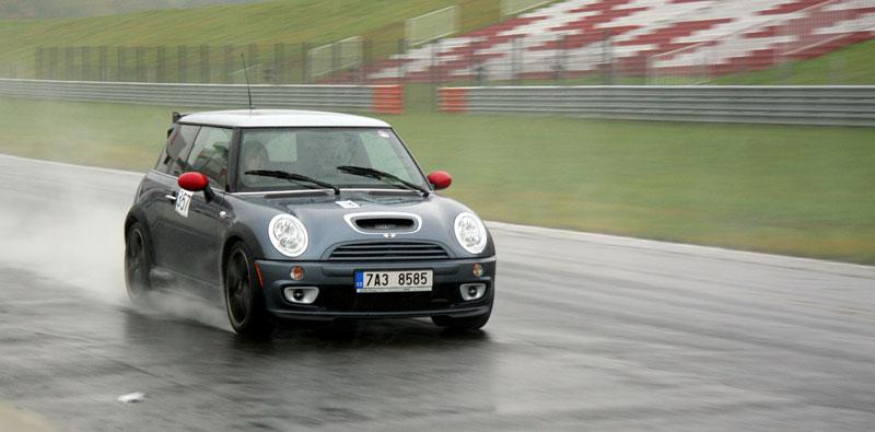 Přijďte na největší setkání sportovních aut u nás: - fotka 53