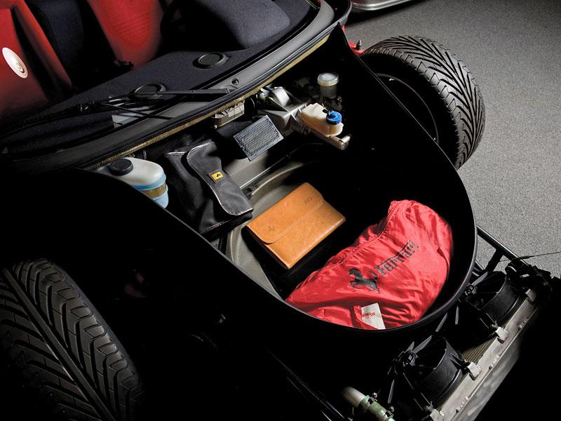 Muž si v garáži postavil celkem věrnou repliku Ferrari F40. Od základů, o stavebnici nejde: - fotka 22