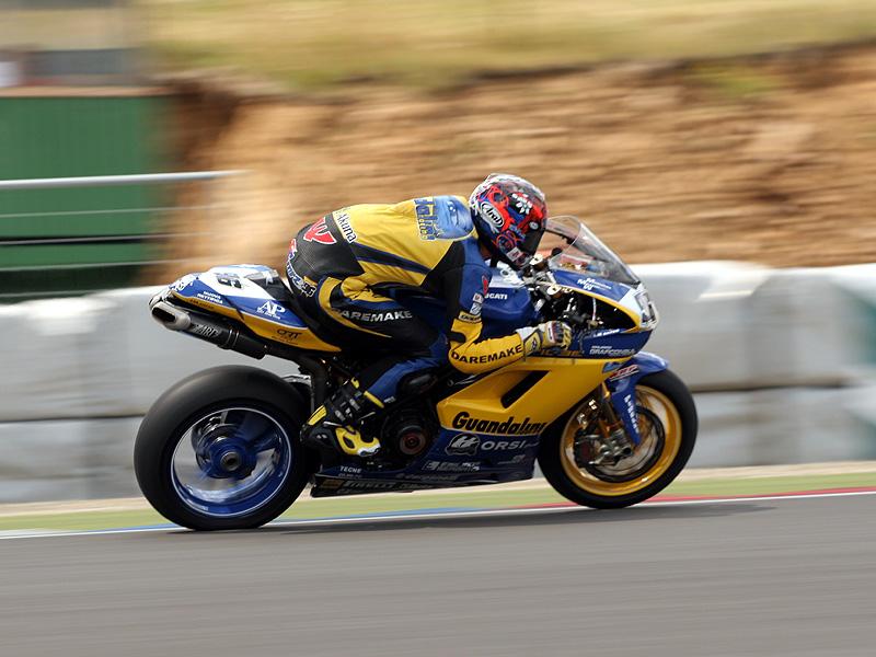 Víkend se Superbiky na brněnském okruhu (velká fotogalerie): - fotka 85