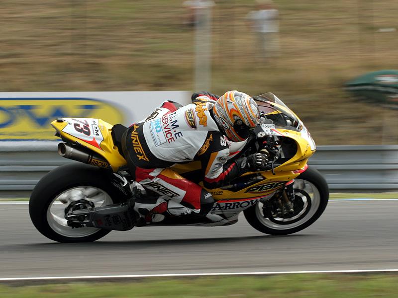 Víkend se Superbiky na brněnském okruhu (velká fotogalerie): - fotka 92