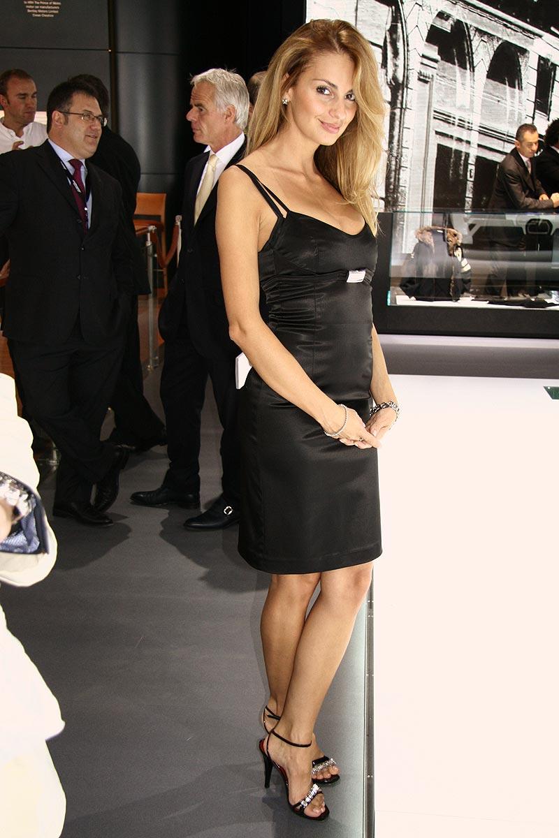 Paříž 2008: Hostesky tradičně i netradičně: - fotka 18