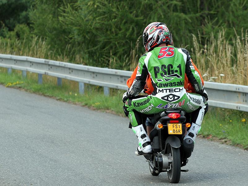 Víkend se Superbiky na brněnském okruhu (velká fotogalerie): - fotka 94
