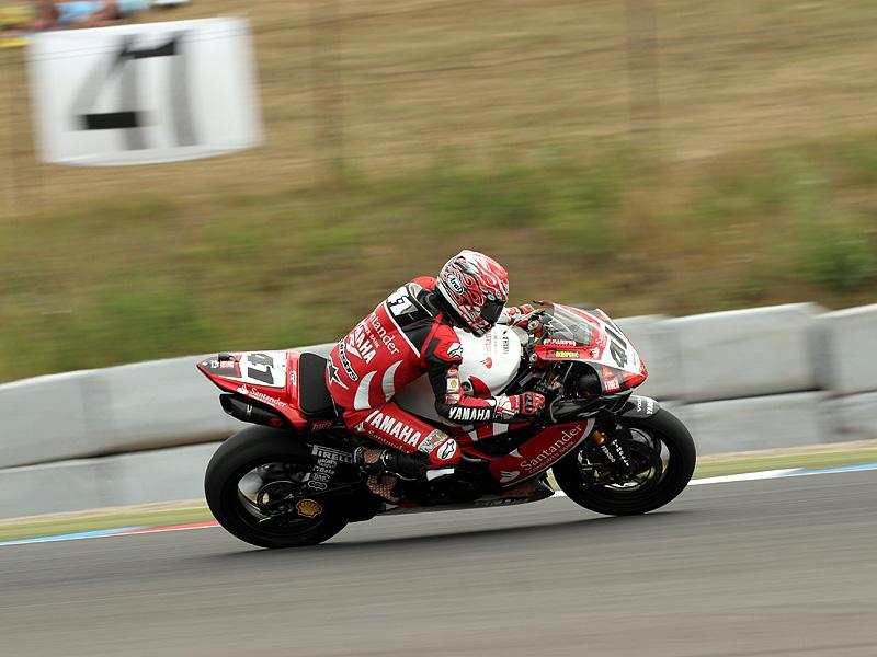 Víkend se Superbiky na brněnském okruhu (velká fotogalerie): - fotka 96