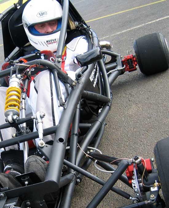 Hyper PRO Racer: Supermotokára s hmotností jen 160 kilogramů!: - fotka 10