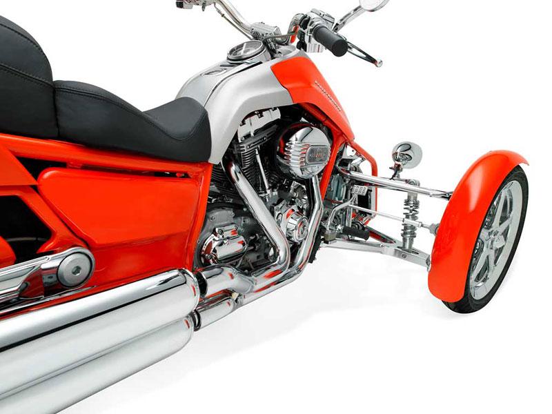 Harley-Davidson Penster: na třech kolech v náklonu: - fotka 3