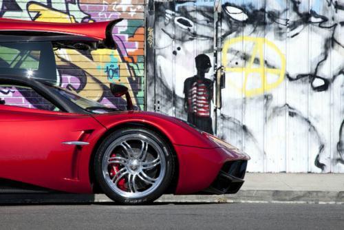 Pagani slibuje, že ve svých autech nechá dvanáctiválec a manuální převodovku: - fotka 11