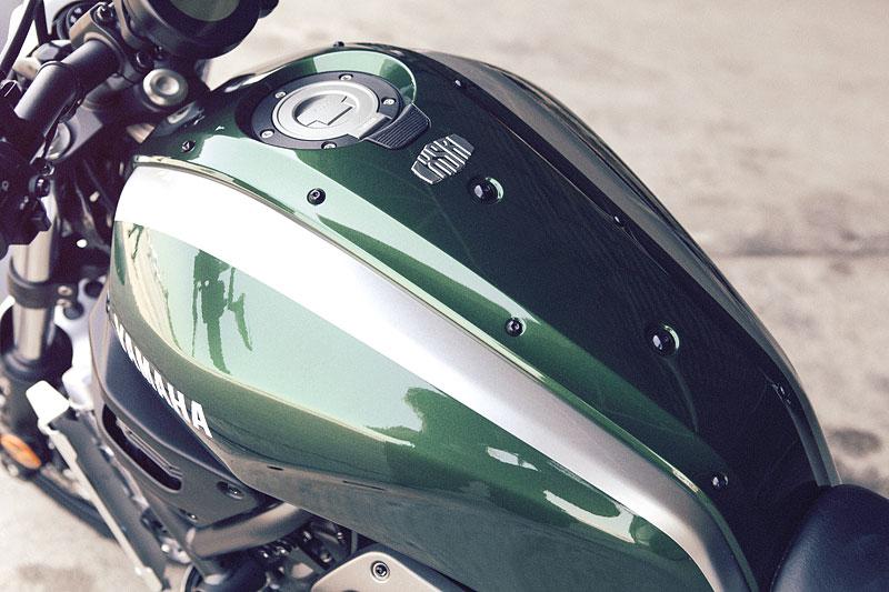 Yamaha XSR700: Rychlý potomek: - fotka 26